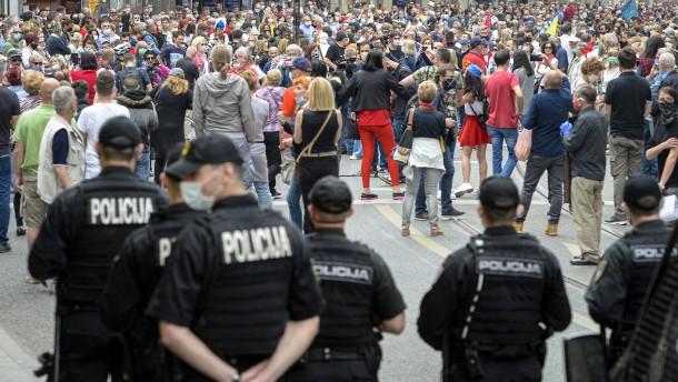 Tausende protestieren gegen Messe für kroatische Faschisten