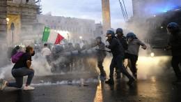 Schwere Ausschreitungen bei Corona-Demos in Rom