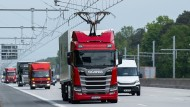 Der E-Highway wird auf der insgesamt zehn Kilometer langen Teststrecke zwischen den Anschlussstellen Langen/Mörfelden und Weiterstadt erstmals im öffentlichen Straßenverkehr erprobt.