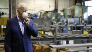 Joe Biden will den Mindestlohn deutlich erhöhen.