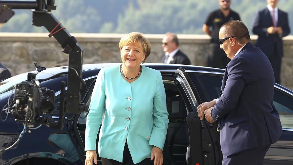 Bundeskanzlerin Angela Merkel bei ihrer Ankunft in Bratislava am Freitagvormittag.