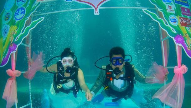 Unter-Wasser-Hochzeit am Valentinstag