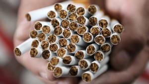 Zoll findet 41.840 Zigaretten im Koffer