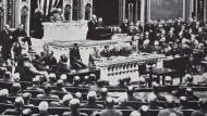 Woodrow Wilson empfiehlt dem Kongress, Deutschland den Krieg zu erklären. Damit gab der amerikanische Präsident seine Neutralitätspolitik auf.