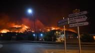 Südfrankreich kämpft gegen schwere Waldbrände.