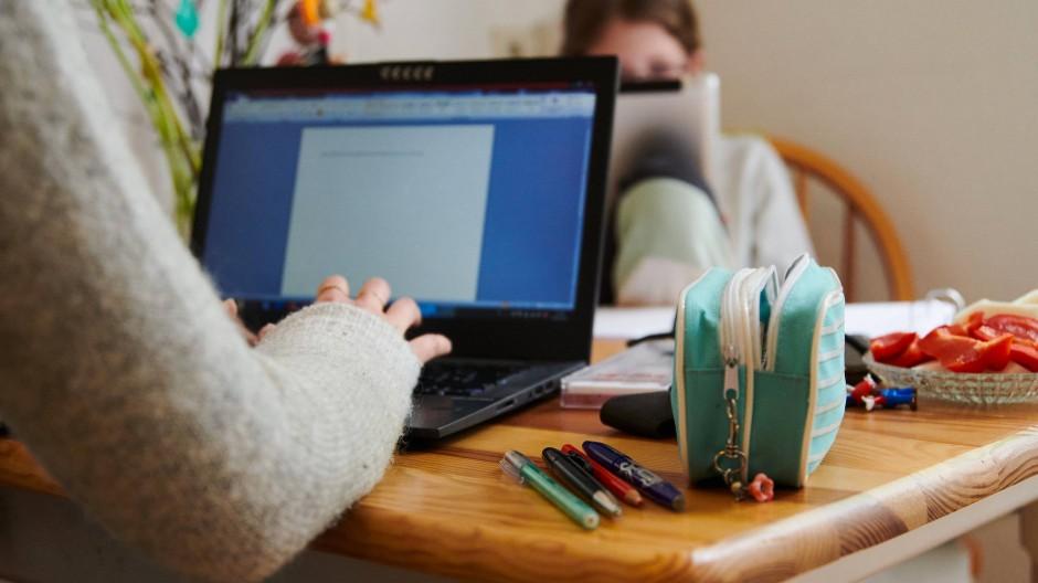 Im Home-Schooling ein unheimlich wichtiges Hilfsmittel: Microsofts Office Programme helfen vielen Schülern in der Pandemie.