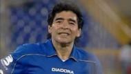 Maradona begeistert mit Tricks und Treffer