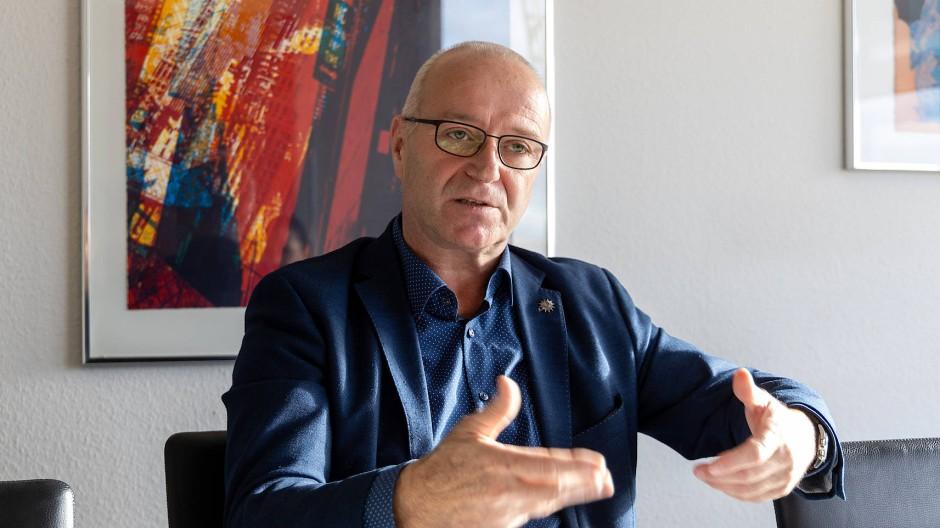 """""""Das hat die 99,8 Prozent, die sauber arbeiten, schwer getroffen"""": Andreas Grün in seinem Büro"""