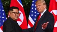 Da war die Stimmung noch gut: Kim Jong-un und Donald Trump bei ihrem ersten Gipfeltreffen in Singapur 2018