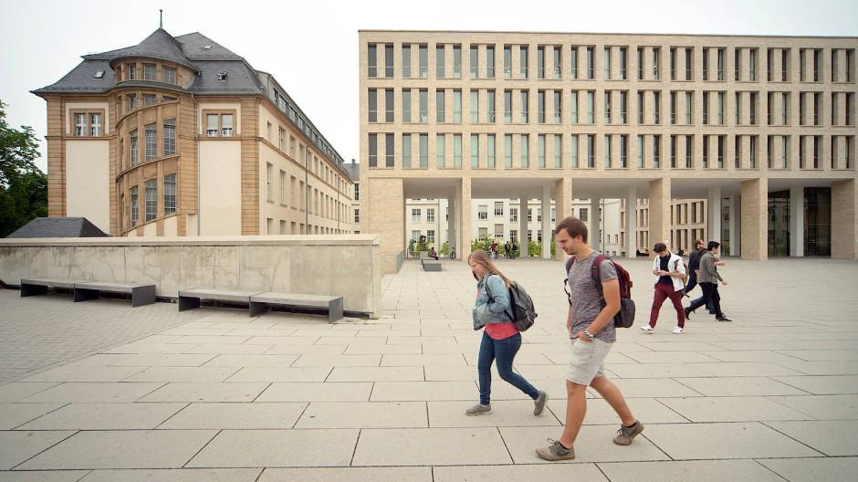 Schritt für Schritt: Die TU Darmstadt plant eine vorsichtige Rückkehr zur Lehre auf dem Campus