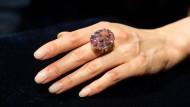"""Der """"Pink Star"""" könnte den Diamanten """"Oppenheimer Blue"""" schon bald als Rekordhalter in Sachen teuerster geschliffener Diamant ablösen."""