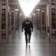 Zahlreiche Bundesländer schieben den Vollzug kleinerer Haftstrafen nach hinten und entlassen Häftlinge aus der Ersatzhaft.