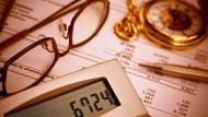 Genau kalkuliert: Investitionen in Unternehmen aus der Erdgas-Wertschöpfungskette können lohnenswert sein.