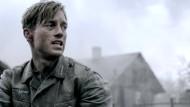 """Die Deutung des Weltkriegs geht an eine neue Generation über, der Film """"Unsere Mütter, unsere Väter"""" liefert dafür eine Vorlage. Im Bild Volker Bruch als Soldat Wilhelm"""