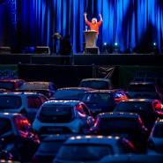 Auto-Didaktiker: Kabarettist Urban Priol bei der Premiere der Stage-Drive-Kulturbühne auf dem Parkplatz der Jahrhunderthalle