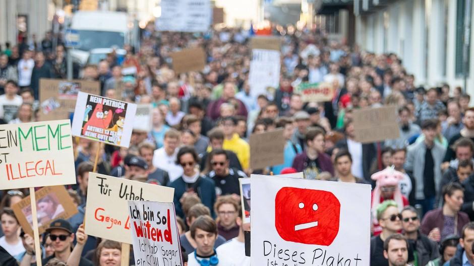 März 2019: Tausende Teilnehmer demonstrieren gegen Upload-Filter anlässlich der geplanten EU-Urheberrechtsreform.