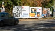 Mit Slogans in den hessischen Landtag: Die Parteien schrecken vor keinem Wortspiel zurück.