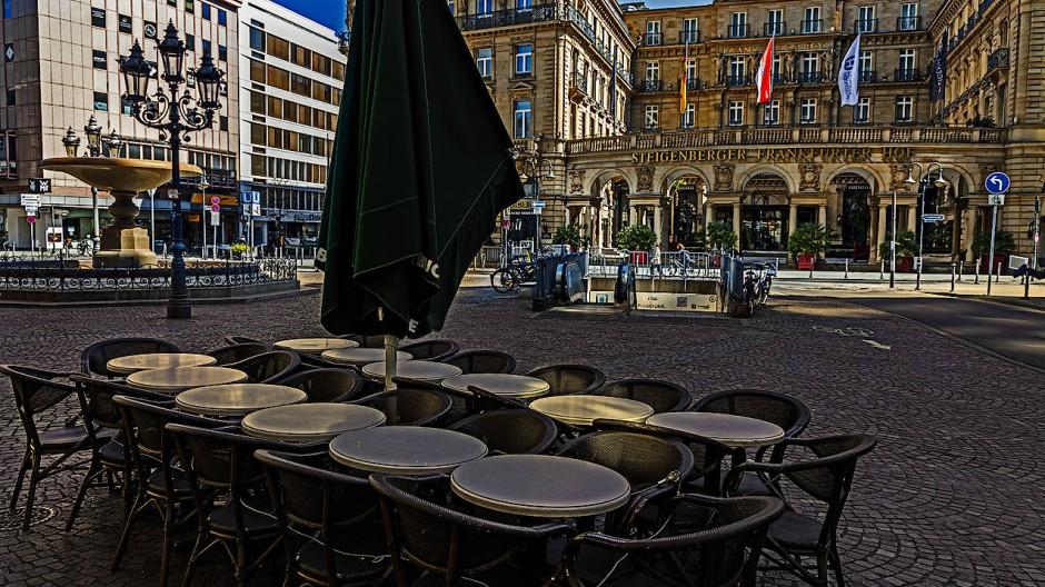 Leere Plätze: Wie hier in Frankfurt haben viele Betriebe geschlossen - was sich negativ auf die Liquidität auswirkt.