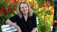 Es geht beim Übersetzen um Empathie: Gespräch mit Sonja Finck über Annie Ernaux