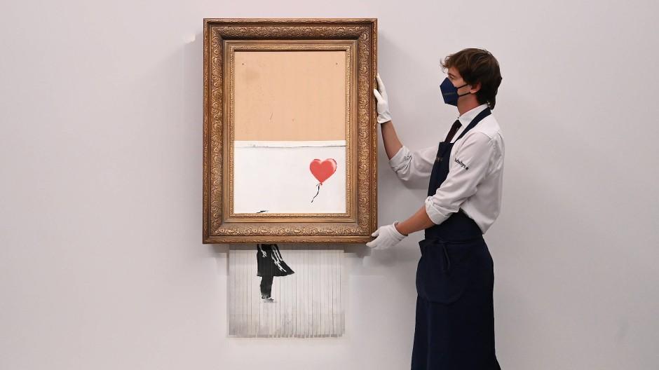 """Halb geschreddert: das Werk """"Love is in the Bin"""""""