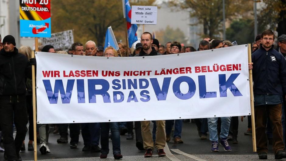 Vertrauensverlust: Kann die deutsche Regierung mehr Ansehen durch mehr Aufklärung gewinnen?