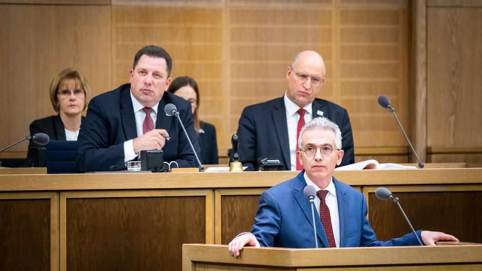 Klärungsbedarf: viele Fragen an Frankfurts Oberbürgermeister Peter Feldmann.