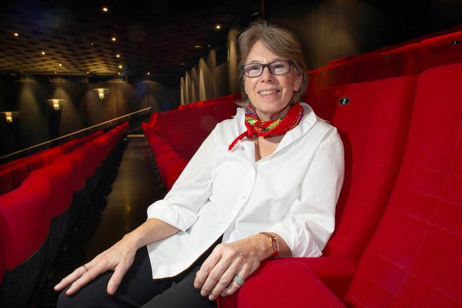 Familiäre Atmosphäre: Gabriele Jaeger im Europa Saal der E-Kinos