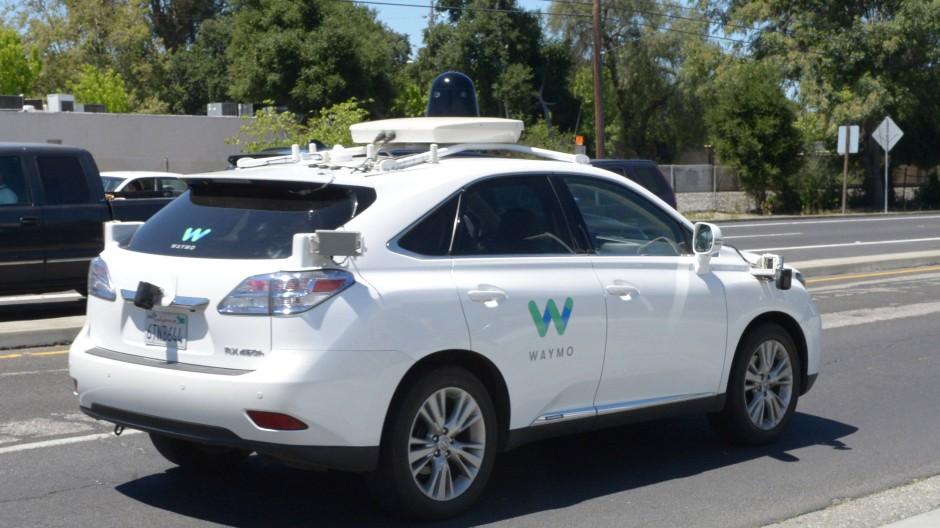 Einige Böswillige nutzen das Wissen um die defensive Fahrweise der Roboterautos auch zu ihrem eigenen Vorteil aus.