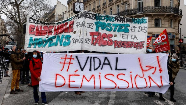 """In Frankreich tobt der Streit um den """"Islamo-Gauchismus"""""""