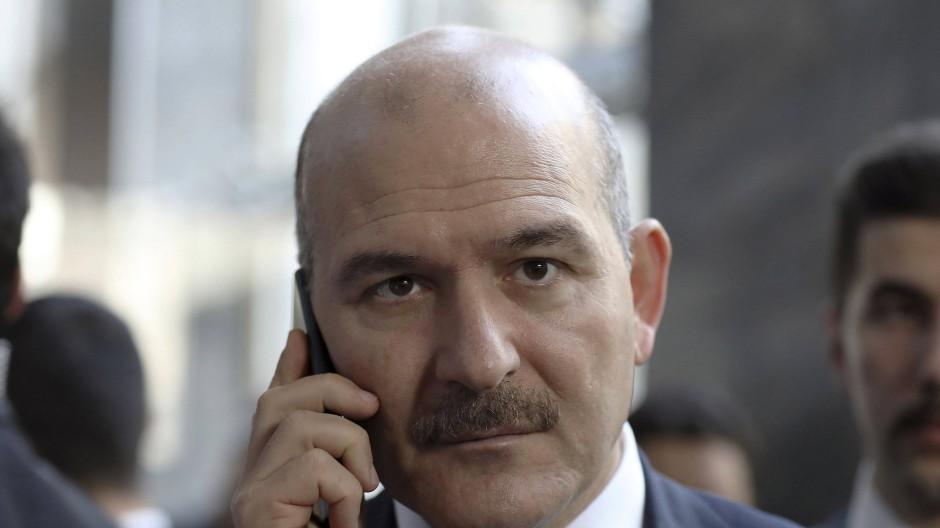 Sein Ministerium stellt Dienstpässe für Auslandsreisen aus: Süleyman Soylu, Innenminister der Türkei