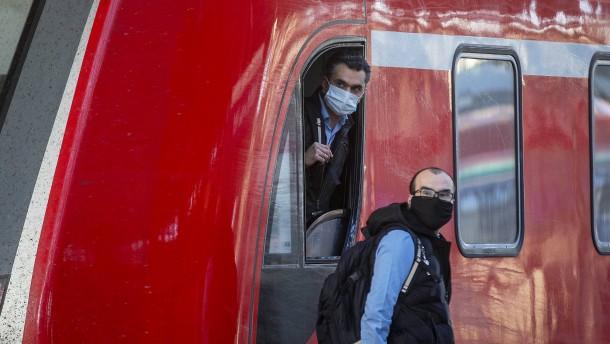 Frankfurt verteilt Tausende Masken