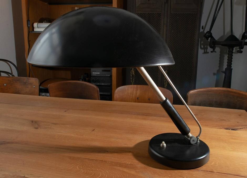 Eine Tischlampe entworfen von Karl Trabert.