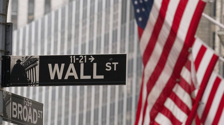 Ein Straßenschild mit der Aufschrift Wall Street