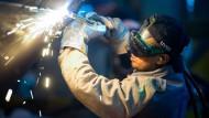 Stellenbesetzungen: Die Industrie sucht händeringend Facharbeiter.