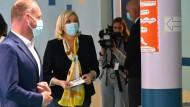 Marine Le Pen in einem Wahllokal in Henin-Beaumont