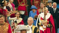Elisabeth II. schreitet durch die Galerie im Parlament, bevor sie ihre Ansprache hält.