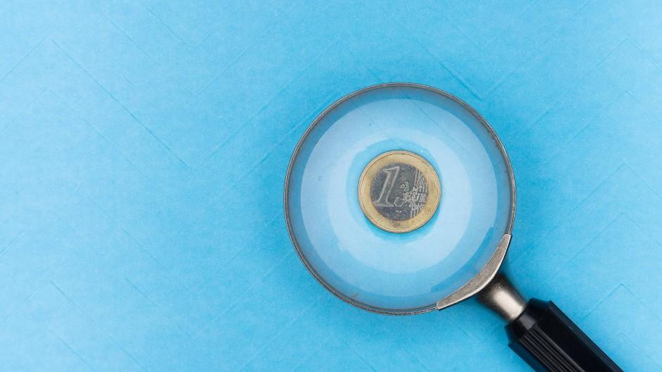 Währungen verlieren durch Inflation an Kaufkraft, deshalb muss das Ersparte in Wertpapiere oder Sachwerte angelegt werden.