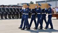 Erste MH17-Opfer in die Niederlande unterwegs
