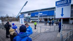Ligaspiel mit Fans im Stadion