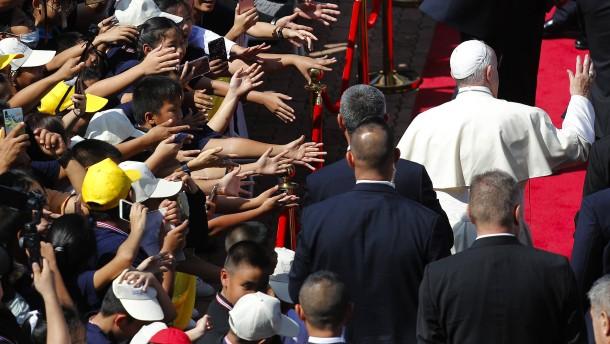 Papst trifft auf König Vajiralongkorn