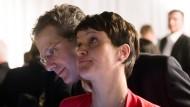 Teurer Flug im Privatflugzeug? Frauke Petry und ihr Ehemann Marcus Pretzell, hier bei der AfD-Wahlparty zur Landtagswahl in Nordrhein-Westfalen 2017.