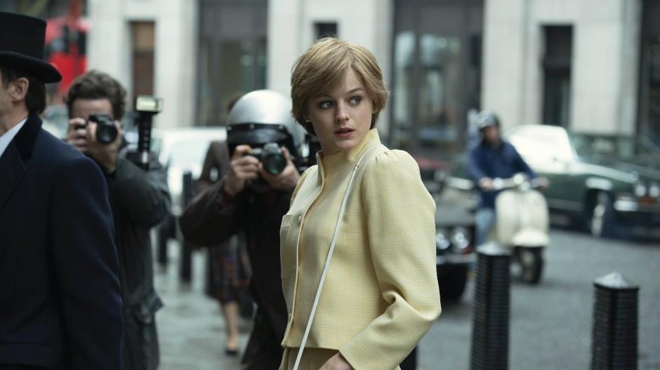 """Emma Corrin als Lady Diana in einer Szene der Netflix-Serie """"The Crown""""."""