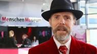 """Morbide Ausstellung: Plastinator Gunther von Hagens bei der Eröffnung des """"Menschen-Museums"""" in Berlin"""