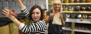 """Die Gründerinnen von """"Original Unverpackt"""": Milena Glimbovski (vorn) und Sara Wolf"""