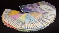 In der Schweiz soll künftig jeder 2500 Franken im Monat erhalten.