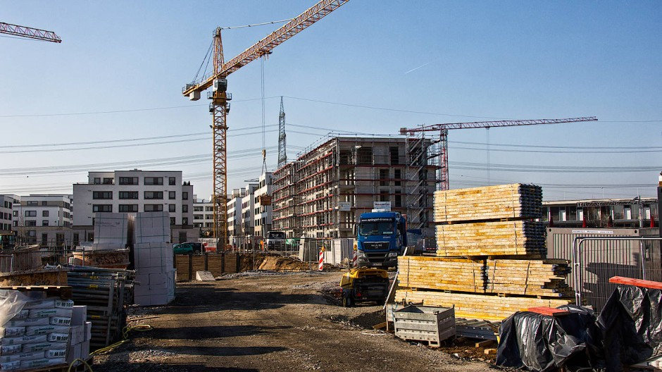 Aufbauarbeit: Die Bautätigkeit in Frankfurt und anderorts in Hessen stützt die Konjunktur hierzulande auch weiterhin.