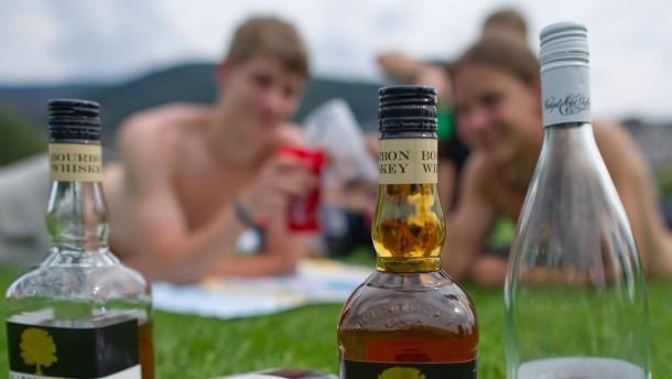 Junge Leute trinken weniger Alkohol