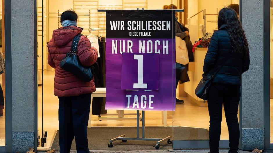 Nur noch ein Tag zum Einkaufen, wie hier in Göttingen
