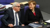 Vertrautes schwarz-rotes Paar: Der designierte Bundespräsident und Noch-Außenminister Frank-Walter Steinmeier und Bundeskanzlerin Angela Merkel
