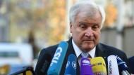 Seehofer sendet Friedenssignal an Merkel